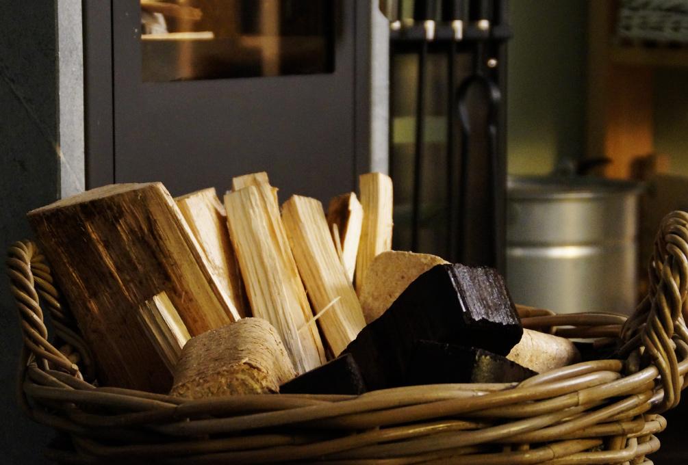 richtig heizen mit kamin und ofen w rme ohne verschwendung. Black Bedroom Furniture Sets. Home Design Ideas