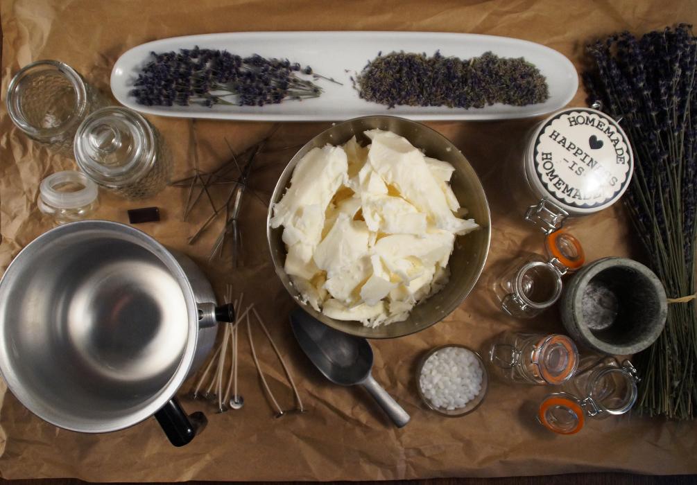 Kerzen selber machen Zutaten für Lavendelduftkerzen aus Sojawachs