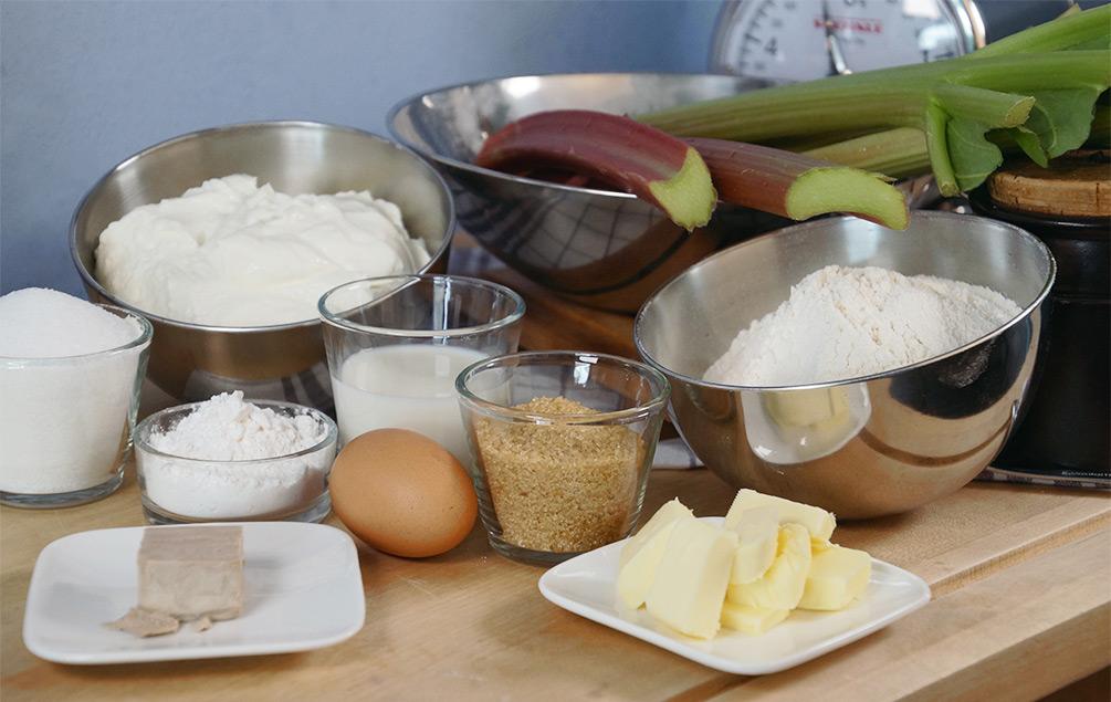 Topfenkuchen mit Rhabarber