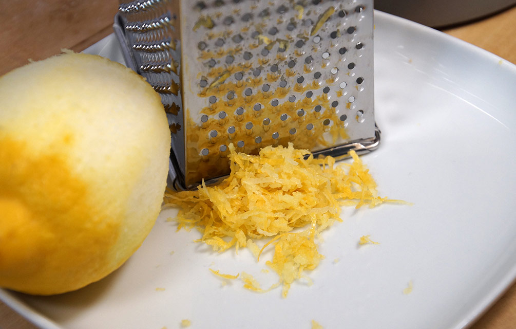 Geriebene Zitrone